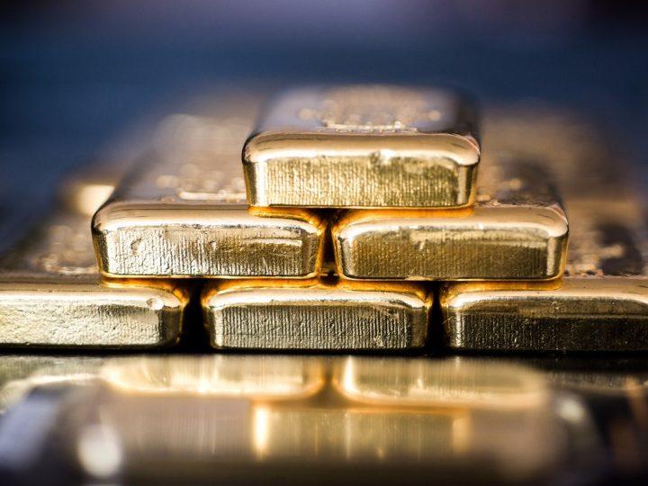 Beleggers dumpen dollar en gaan voor goud